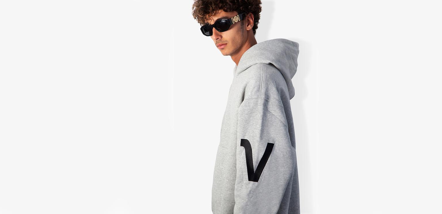 Vonberg Streetwear Premium V-type Hoodie Slide2