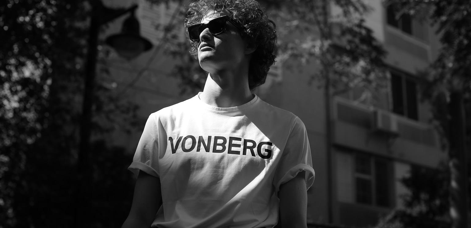 Vonberg Streetwear Premium Logo Tee Slide1